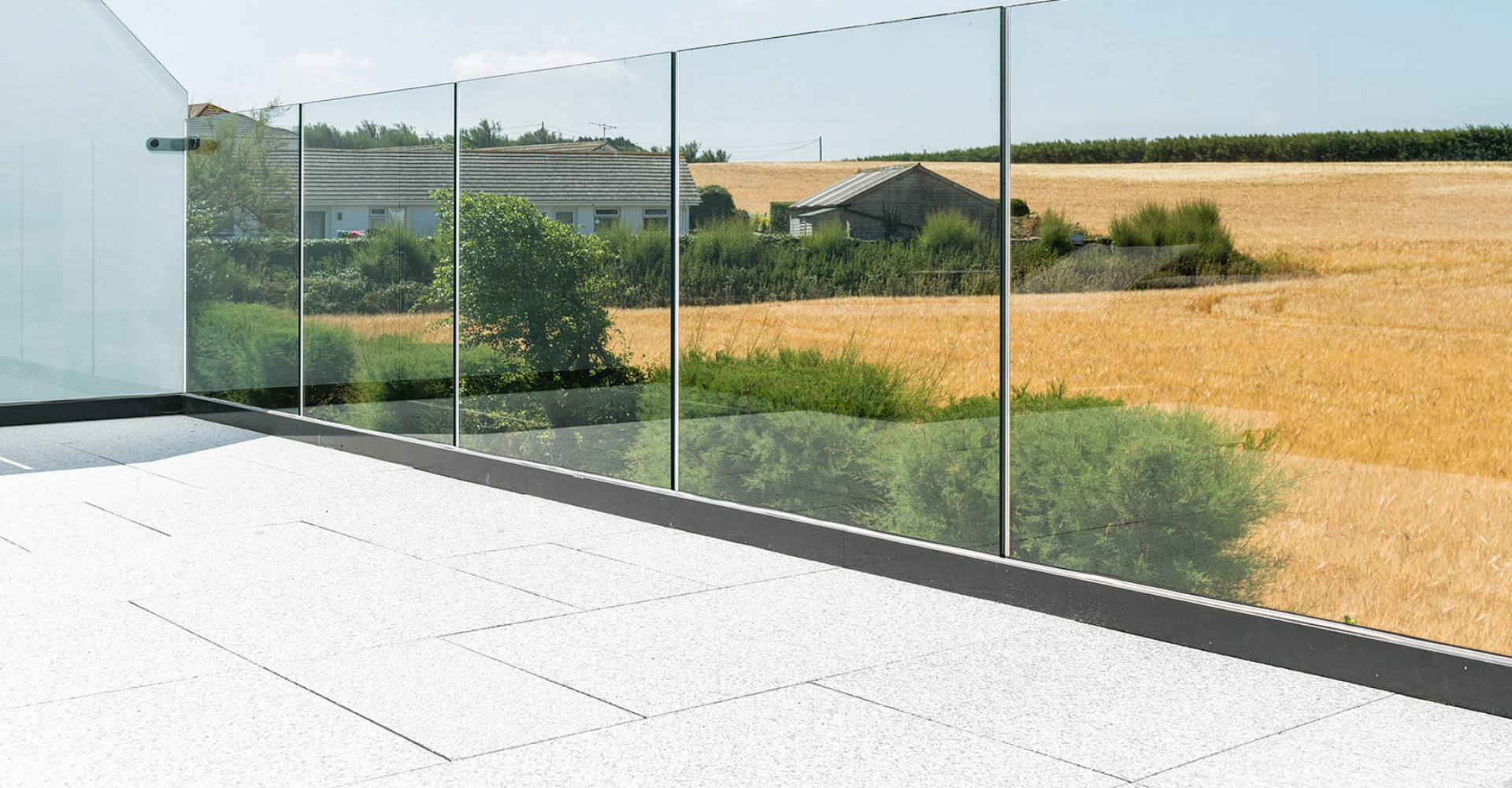 Frame-less glass balustrade
